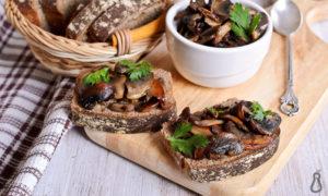 Sandwich with sauteed mushrooms